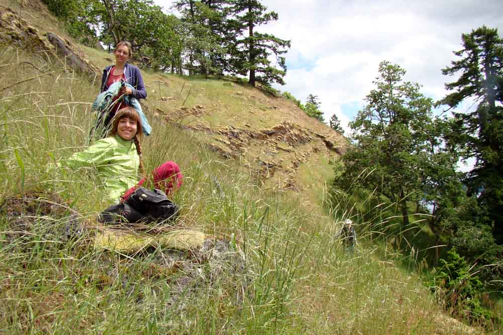Summer student Camille Mohn and German intern Lisa Ott close to the 2014 planting site on Mt. Sutil (Photo: Jenna Falk)